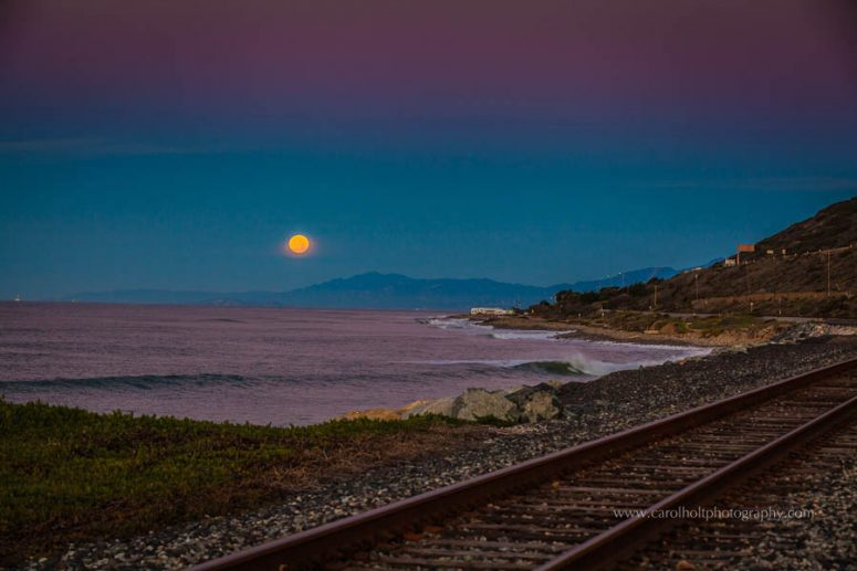 ventura, beach, moonset, ventura photographer, carol holt photography