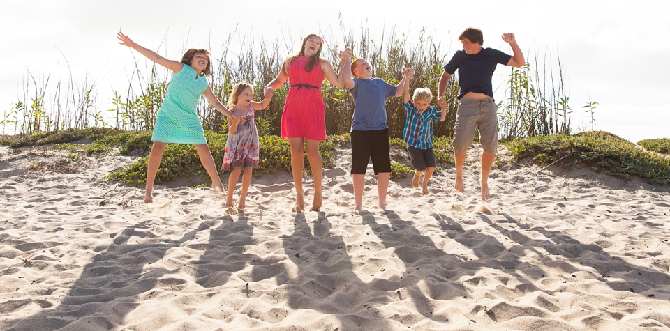 family_jumping